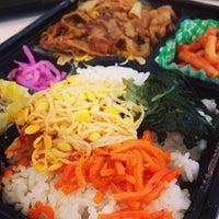 Photo taken at 屋台DELi 汐留芝離宮ビル店 by Kentarow K. on 3/11/2013
