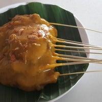 Photo taken at Restoran Simpang Raya by Uito N. on 12/29/2014