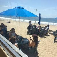 Photo taken at Shoreline Beach Cafe by Jon K. on 5/14/2017