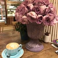 Photo prise au Blum Coffee House par Olga P. le10/10/2018