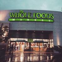 Foto scattata a Whole Foods Market da Stardust F. il 10/6/2015