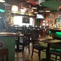 Foto tomada en Legends Sports Bar & Grill por Hidden W. el 5/31/2013