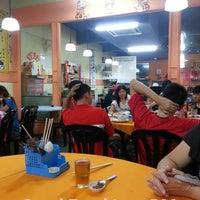 Photo taken at Restoran Dragon City (新龙城) by Sinmag Andy on 5/26/2013