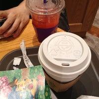 Photo taken at The Coffee Bean & Tea Leaf by Seo Yu P. on 5/1/2013