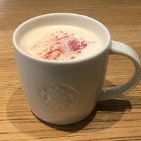Das Foto wurde bei Starbucks von Masha 8. am 4/22/2018 aufgenommen