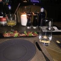 Снимок сделан в COIN restaurant пользователем Mary S. 6/11/2017