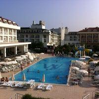 6/30/2013 tarihinde Ruslan L.ziyaretçi tarafından White Lilyum Hotel'de çekilen fotoğraf