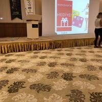 Foto diambil di Silence İstanbul Hotel & Convention Center oleh Gülcan pada 9/23/2018