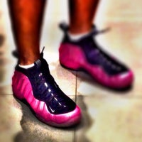 Photo taken at Nike SportsCenter by Vinson G. on 4/16/2013