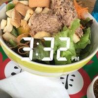 Photo taken at Fresh Boxx Salad Café by PROW 🐷 on 8/23/2016