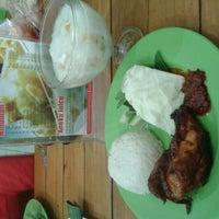 Photo taken at Ayam Bakar Mas Mono by Dewi S. on 9/15/2012
