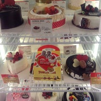 Photo taken at Cold Stone Creamery by Tristan N. on 3/14/2013