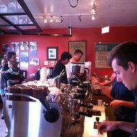 Photo prise au Bird Rock Coffee Roasters par Brick W. le7/21/2013