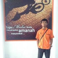 Photo taken at Kantor Pos Balikpapan (Pusat) by Danu I. on 10/13/2015
