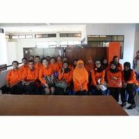 Photo taken at Kantor Pos Ujung Berung by Danu I. on 1/20/2015