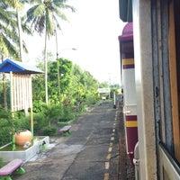 Photo taken at สถานีรถไฟบ้านเกาะใหญ่ (Ban Ko Yai) SRT4342 by OWW.wtyy   ◡̈ on 12/10/2016