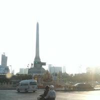Photo taken at Victory Monument. ท่ารถอ่างทอง by Raton J. on 1/1/2014