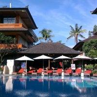 Photo taken at Poolside Wina Holiday Inn Kuta Bali by Khairul I. on 2/2/2013