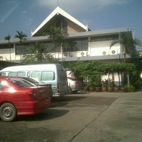 Photo taken at สำนักงานที่ดินจังหวัดนนทบุรี สาขาบางบัวทอง by Varit N. on 10/11/2012