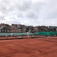 Foto tirada no(a) Båstad Tennis Stadium por Christopher A. em 4/13/2017