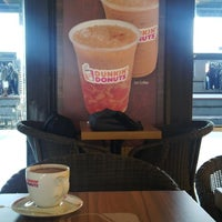 Photo taken at Dunkin' Donuts by Vicky H. on 4/4/2014