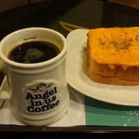 Photo taken at Angel-in-us Coffee by Yong-hoon S. on 5/12/2013