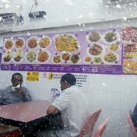 Photo taken at Singapore Zam Zam Restaurant by Azroy on 1/2/2013