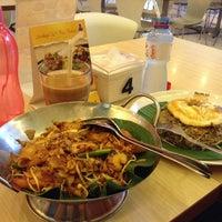 Photo taken at Qua-Li Noodle & Rice by Uci Nur F. on 5/19/2014