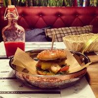 Снимок сделан в Ketch Up Burgers пользователем Natali C. 8/20/2014