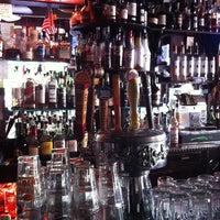 5/26/2013 tarihinde lOYDA p.ziyaretçi tarafından 7B Horseshoe Bar aka Vazacs'de çekilen fotoğraf