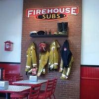 Foto tirada no(a) Firehouse Subs por Amber L. em 5/25/2013