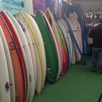 Foto tomada en Elbajo Surfshop por Patty N. el 7/2/2014