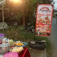 Photo taken at ร้านยำแซ่บเว่อร์ by Sornsawan M. on 4/9/2013
