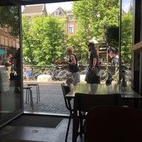 Photo taken at Blackbird Coffee & Vintage by Tijs B. on 6/22/2017
