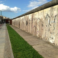 Photo taken at Berlin Wall Memorial by Yempabo RG on 6/10/2013