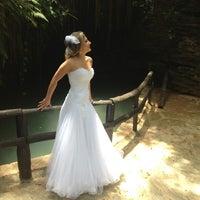 Foto tirada no(a) Nishi Royale - Vestidos para Festas e Noivas por Ana T. em 12/12/2012