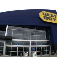 Photo taken at Best Buy by 🐝🔞Mharky マ. on 6/14/2013