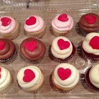 Снимок сделан в Freed's Bakery пользователем Christina F. 4/11/2013