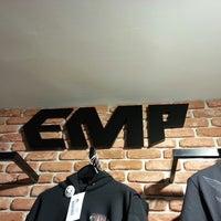 Das Foto wurde bei EMP Store von Sandra N. am 4/9/2013 aufgenommen