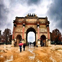 Photo taken at Arc de Triomphe du Carrousel by Mika K. on 10/14/2012
