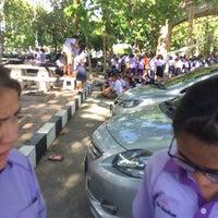 Photo taken at สนามฟุตซอล หน้าโรงเรียนนคสวรรค์ by ชเวเอิล on 6/3/2016