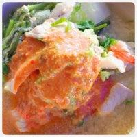Photo taken at ยายแดงอาหารตามสั่ง(บริการส่งถึงบ้าน) 0818948443 by BUMPPY B. on 8/18/2014