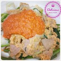 Photo taken at ยายแดงอาหารตามสั่ง(บริการส่งถึงบ้าน) 0818948443 by BUMPPY B. on 8/3/2014