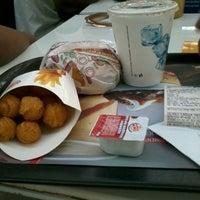 Foto tirada no(a) Burger King por Rachelle P. em 11/15/2013