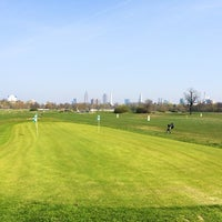 Das Foto wurde bei Golfanlage Rennbahn Frankfurt Niederrad von Karola B. am 3/30/2014 aufgenommen