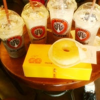 Photo taken at J.Co Donuts & Coffee by Lie L. on 7/27/2013