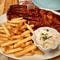 Photo taken at Morganfield's by Jinghao on 3/14/2015