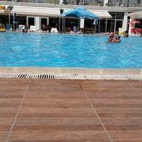 Das Foto wurde bei Pelikan Otel von neşe k. am 7/29/2018 aufgenommen