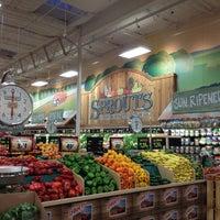 Foto scattata a Sprouts Farmers Market da Cynthia C. il 5/8/2013