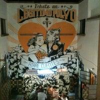 Foto tomada en Pócimas Legítimo Bar Galería por Jhonny M. el 5/26/2013
